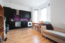 Amesbury Avenue Flat to rent