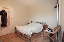 Flat to rent in Tynemouth Road, Mitcham...