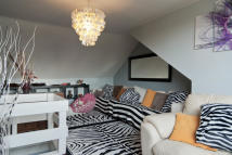 2 bed Maisonette in Clifton Road, London...