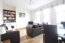 Flat to rent in NORTHCOTE ROAD, London...