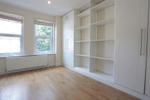 Flat to rent in Gilbey Road, London, SW17