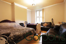 3 bed Flat in Union Grove, London, SW8