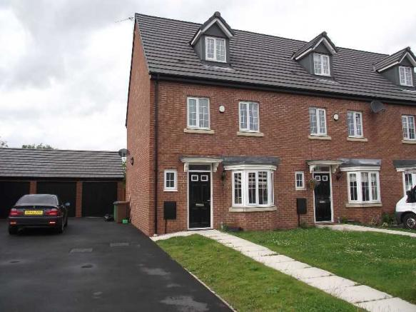 4 bedroom terraced house for sale in newbold hall gardens for Three story house for sale