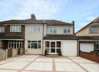 4 bed semi detached house in The Drive, Bexley
