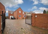6 bedroom Detached property in Danes Green, Claines...