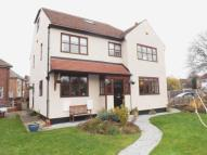 5 bed Detached property in Lynwood Drive, Wakefield...