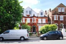 Flat to rent in Bedford Hill, Balham...