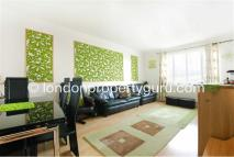 1 bed Maisonette for sale in Robin Hood Way...