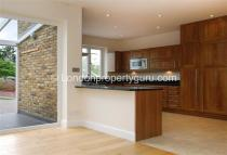 5 bedroom Detached property to rent in Queens Road, Wimbledon