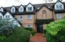 Flat to rent in Friern Watch Avenue...