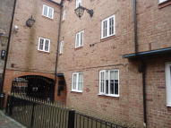 Flat to rent in Howard House...