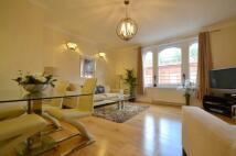 2 bedroom Flat in Pont Street...