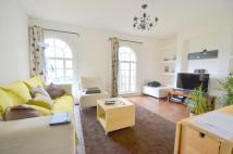 2 bed Flat in The Pantiles...
