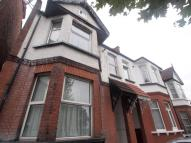 Flat to rent in Mount Road, London