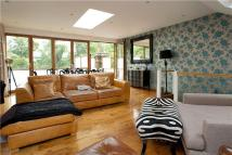 2 bedroom Flat in Culverden Road, London...