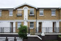 2 bed property in Off Balham Hill...