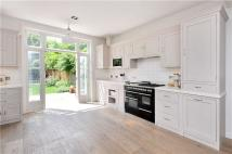 5 bed Terraced home in Englewood Road...