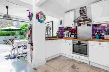 2 bed Terraced house in Battersea High Street...
