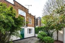 2 bed Mews to rent in Victoria Mews, London