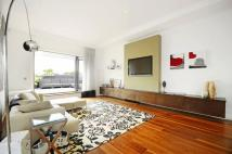 2 bed Flat for sale in Woodstock Grove...