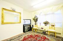 4 bed Flat for sale in Beech Avenue, Acton, W3