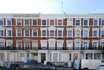Flat to rent in Maclise Road...