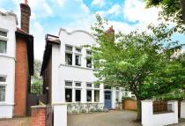 6 bedroom house in Emlyn Road...