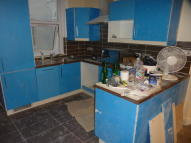 Ground Flat to rent in Cleveland Street, London...