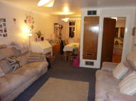 2 bedroom Maisonette to rent in High Street, London, N14