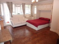 Studio apartment to rent in Green Lanes, London, N13