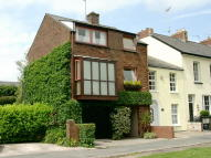 3 bed Town House in Goldcroft Common...