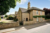 6 bed Detached home for sale in Main Street...
