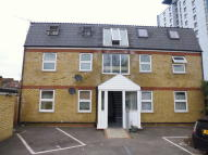 Flat to rent in East Road, London, E15