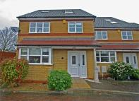 4 bedroom End of Terrace house for sale in Pear Tree Close, Bromley...