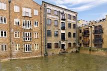 Flat for sale in Limehouse Wharf...