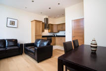 2 bedroom Flat in Clemence Street, London