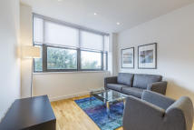 Flat to rent in Eastern Road, Romford