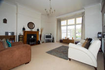 Flat to rent in Oakwood Avenue, Roundhay...