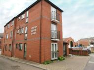 Flat to rent in East Street, Reading...
