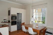 Flat to rent in Oakfield Place, Clifton...