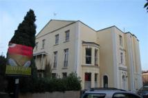 Flat to rent in Richmond Hill Avenue...