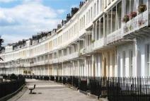 Flat to rent in Royal York Crescent...