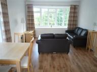 Flat in Pinewood Court, Sale...