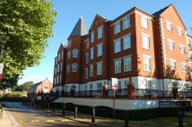 Apartment to rent in The Boulevard, Chigwell...