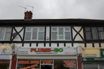 2 bed Flat to rent in Chigwell Road...