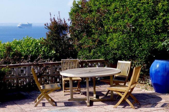 Garden Table v...