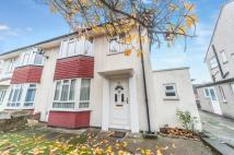 3 bedroom semi detached property in Leas Dale, Mottingham...