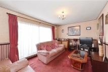 3 bed Maisonette in Castle Close...