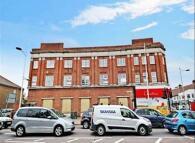 2 bedroom Flat in High Street, Barkingside...
