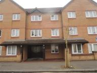 Flat to rent in Park View Court...
